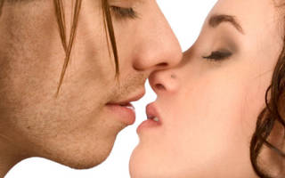 Как правильно целоваться с парнем в губы без языка в первый раз? Научиться целоваться взасос по-французски (фото и видео). Как научится целоваться в первый раз с парнем