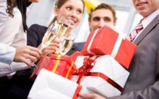 Что подарить коллегам — мужчинам на работе. Подарки универсальные для разных профессий
