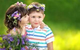Поцелуй в живот что означает? Поцелуй в живот что означает, девушка целует парня в живот