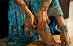 За что одевают браслет на ногу. Браслет на ногу (105 фото): ножные модели от Санлайт и Соколов, как правильно называются, на какой ноге носят девушки. История браслетов на ногу
