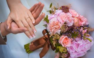 Почему обручальное кольцо носят на безымянном. Какие значения приобретают кольца на пальцах у женщин