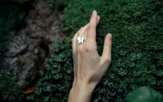 Приснилась девушка с кольцом на пальце. На каком пальце было кольцо. Количество колец и их размещение на пальце